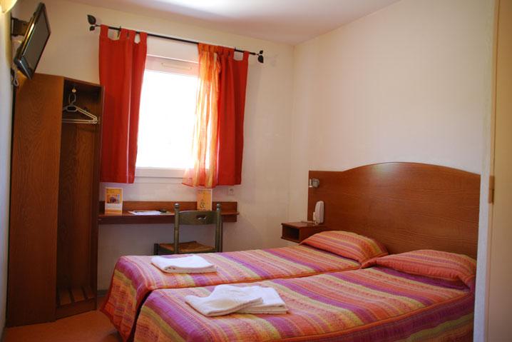 chambre standard hotel de l 39 orb. Black Bedroom Furniture Sets. Home Design Ideas